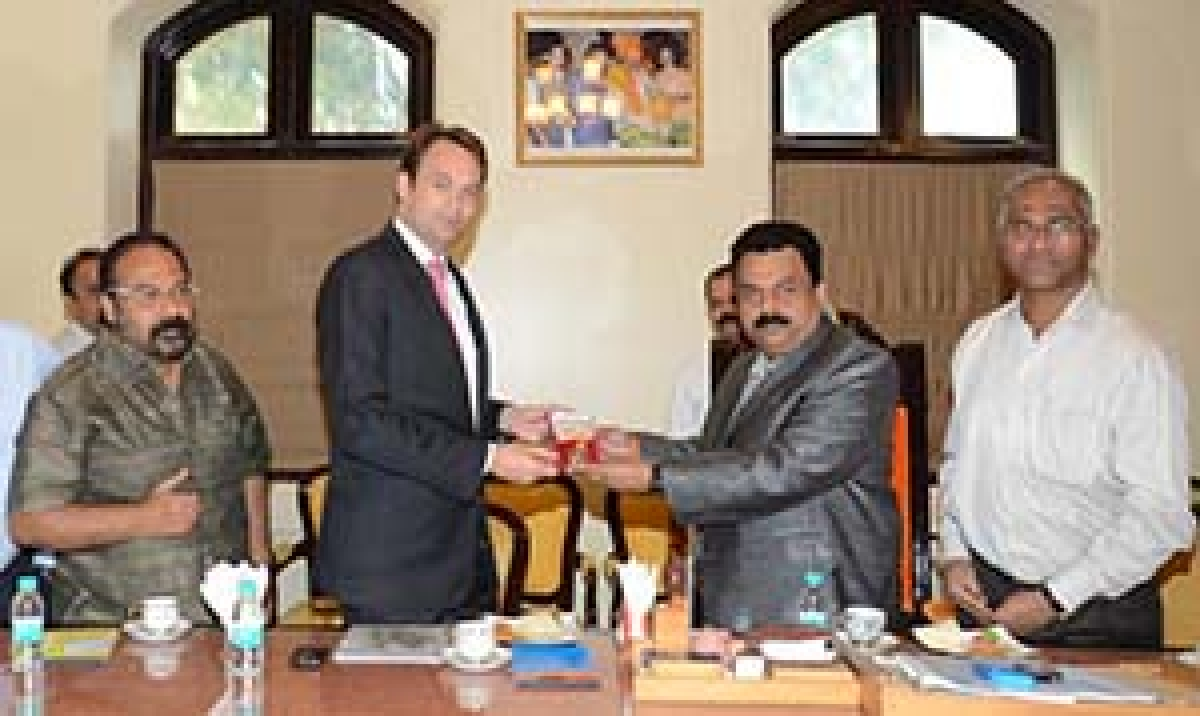 Consulate general of Netherlands, Jeffery Von Leewen, met Mayor Sunil Prabhu at BMC head office on Tuesday, where he gave him the gold-plated memento