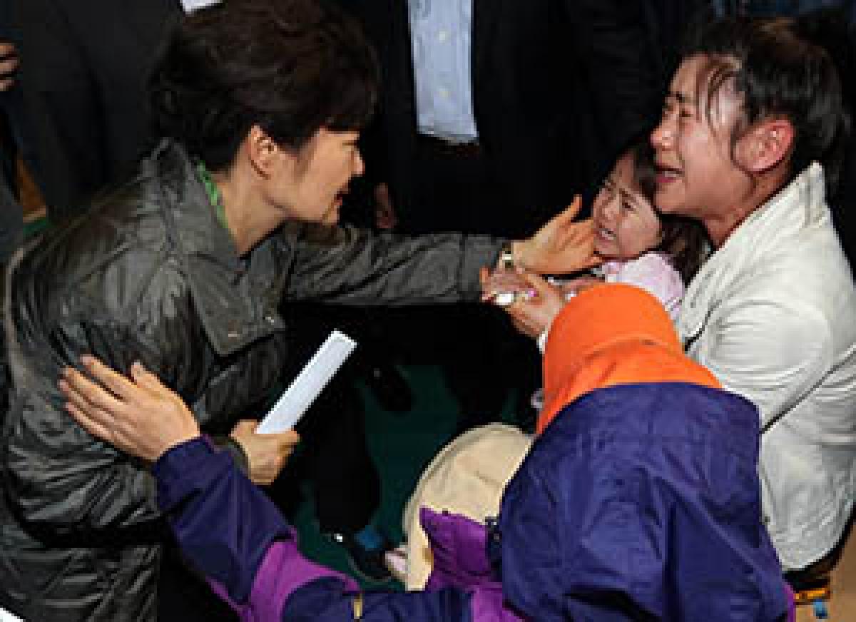 South Korean President Park Geun-Hye visits relatives of missing passengers