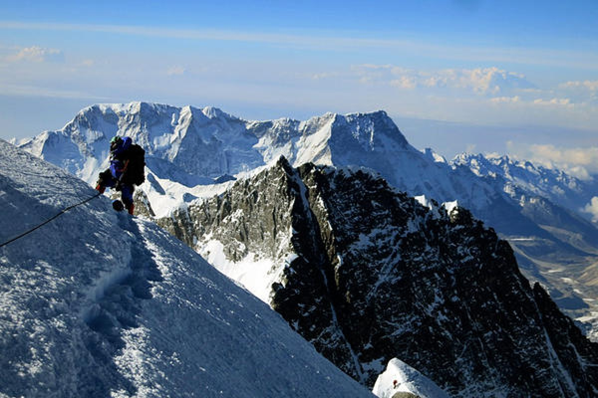 COVID-19 conquers world's highest mountain, Norwegian climber first to test positive on Mount Everest