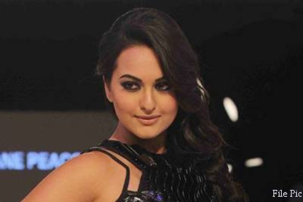 Sonakshi Sinha shows her musical side at the IIFA 2015