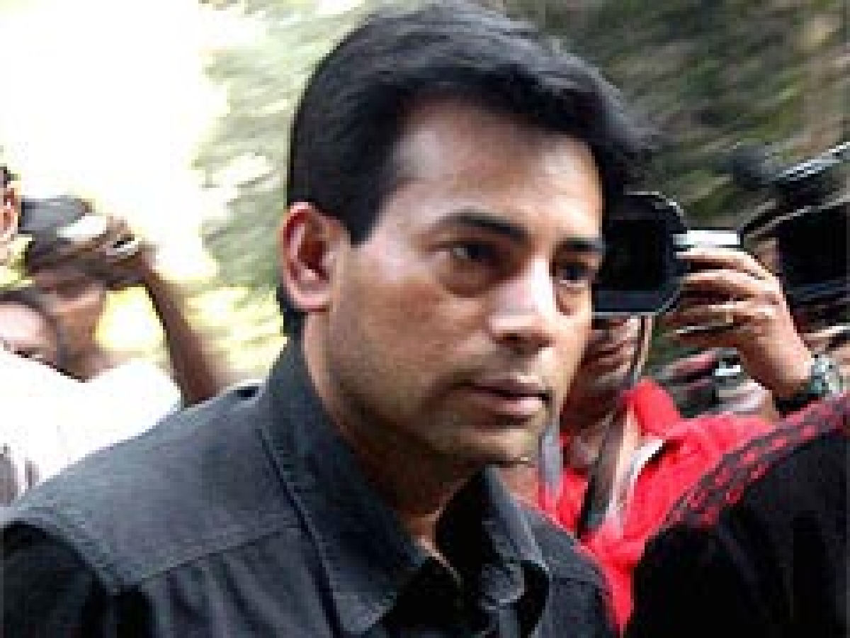 Police submits interim report on Salem's pic with 'wife'