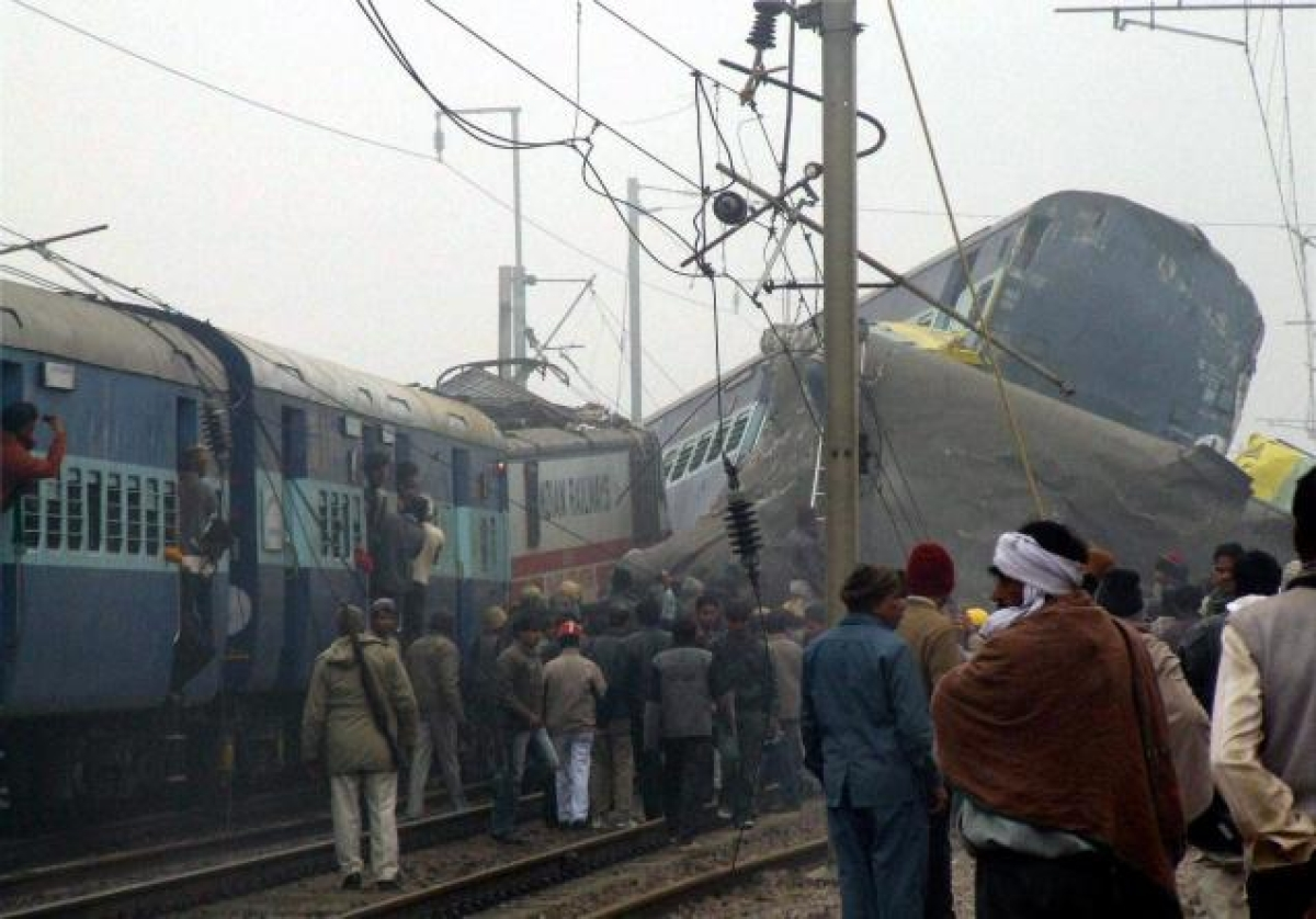Inquiry ordered into Gorakhdham train mishap