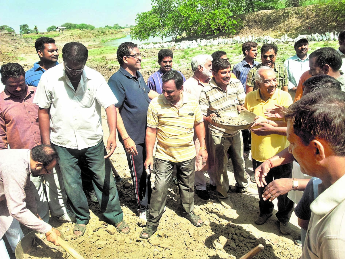 Citizens extend hand in cleansing drive at Triveni Ghat