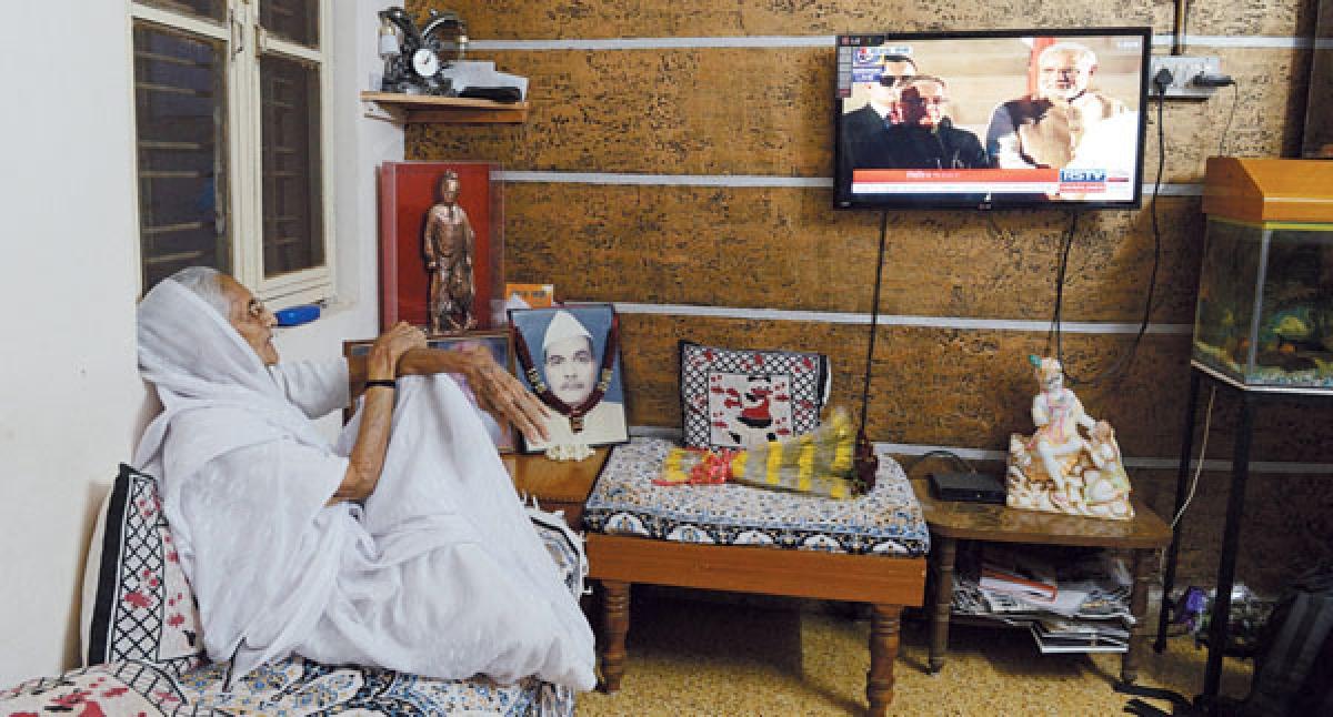 HIRA BA GLUED TO TV