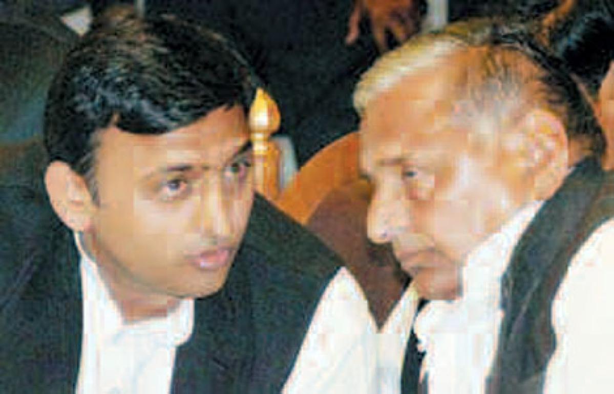 SP family feud: Akhilesh sacks Shivpal; Mulayam expels Ramgopal