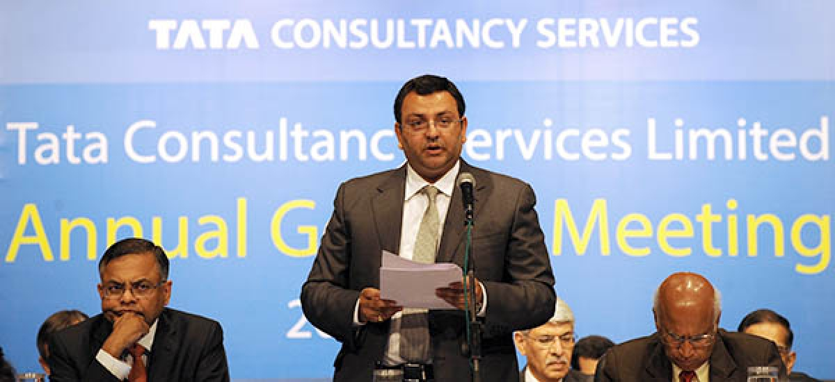 BULLISH: Tata Group chairman, Cyrus Mistry, (C), as company chief executive  N. Chandrasekaran (L) and non-executive vice chairman S. Ramadorai (R) look on,  addresses the 10th Annual General Meeting of Tata Consultancy Services in Mumbai on Friday. India's biggest IT outsourcing firm counts blue-chip companies such as British Airways, Microsoft and Sony among its main clients.