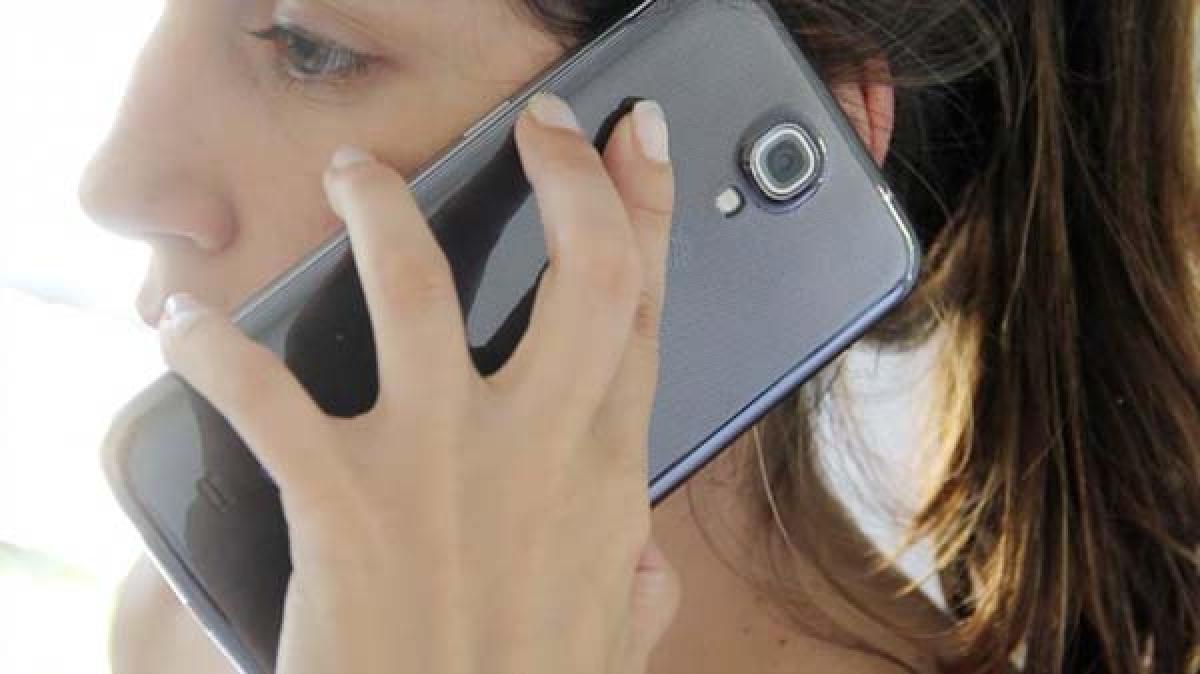 Emotions drive people to buy  bigger screen smartphones