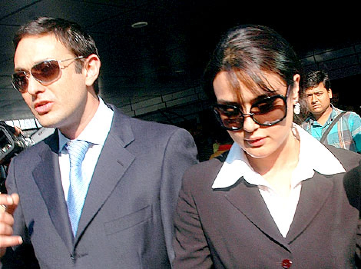 Zinta gives police photos of bruised hand to back assault claim
