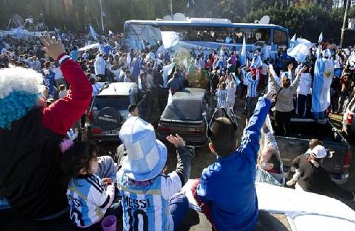 Argentine WCup fans follow team on bus