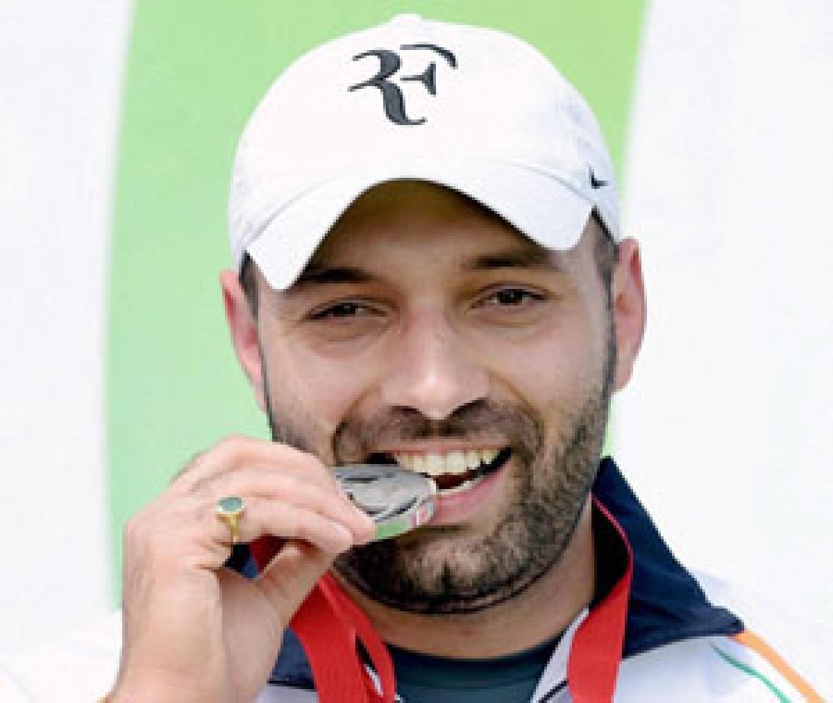 Harpreet snatches silver, Manavjit shoots to bronze
