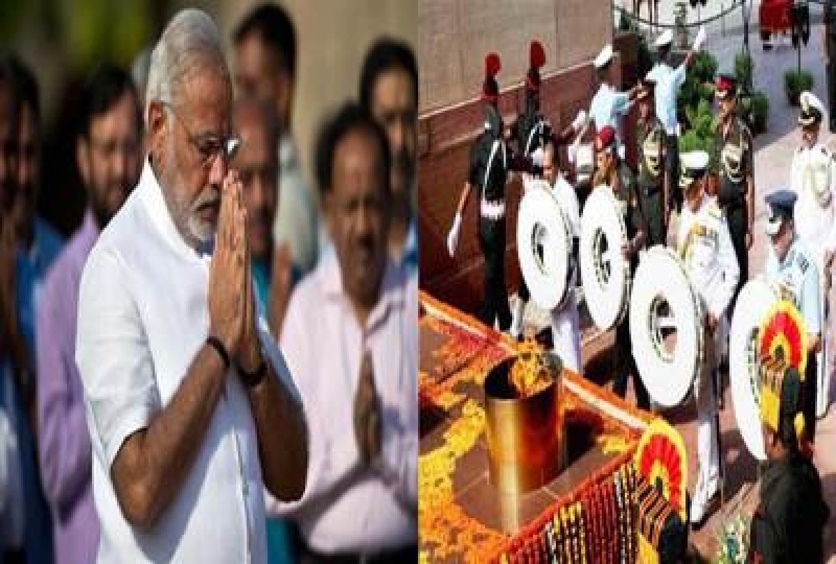 Modi, Jaitley pay tribute to martyrs on Kargil Vijay Divas