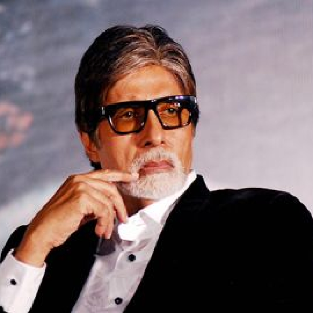 Bat enters Amitabh Bachchan's Mumbai house, actor says, 'Corona peecha chodh hi nahin raha'