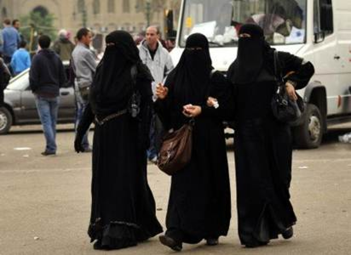 Jihadis impose restrictions on women's clothes in Syria