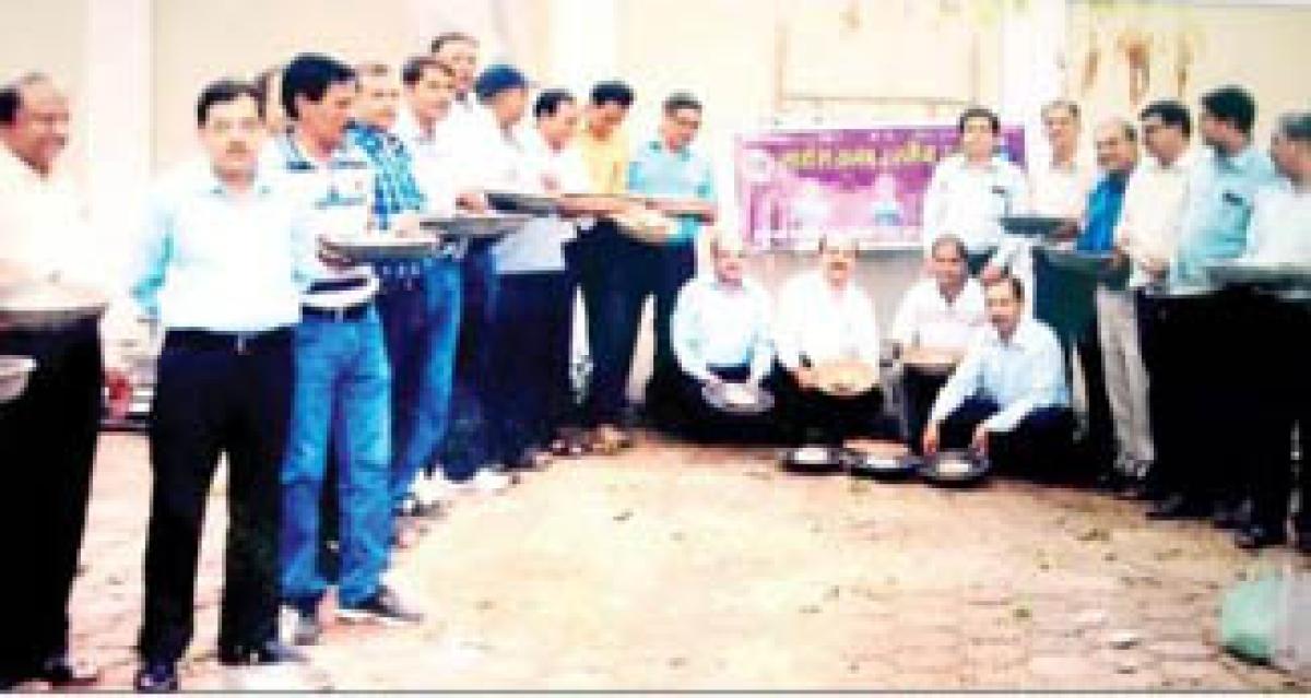 Lions Club Urja distributes water pots for birds