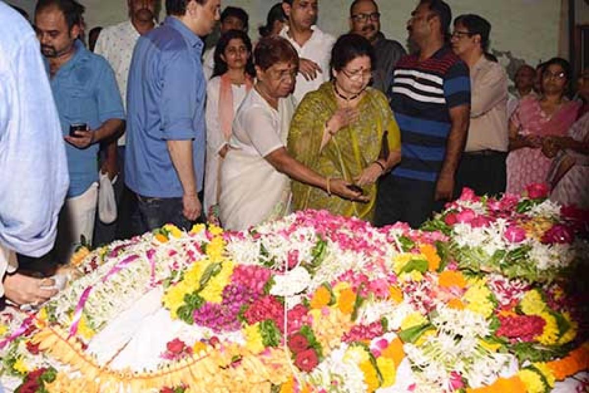 Veteran Marathi film actress  Smita Talwalkar passes away
