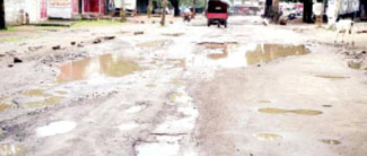Bad roads create trouble in Khategaon