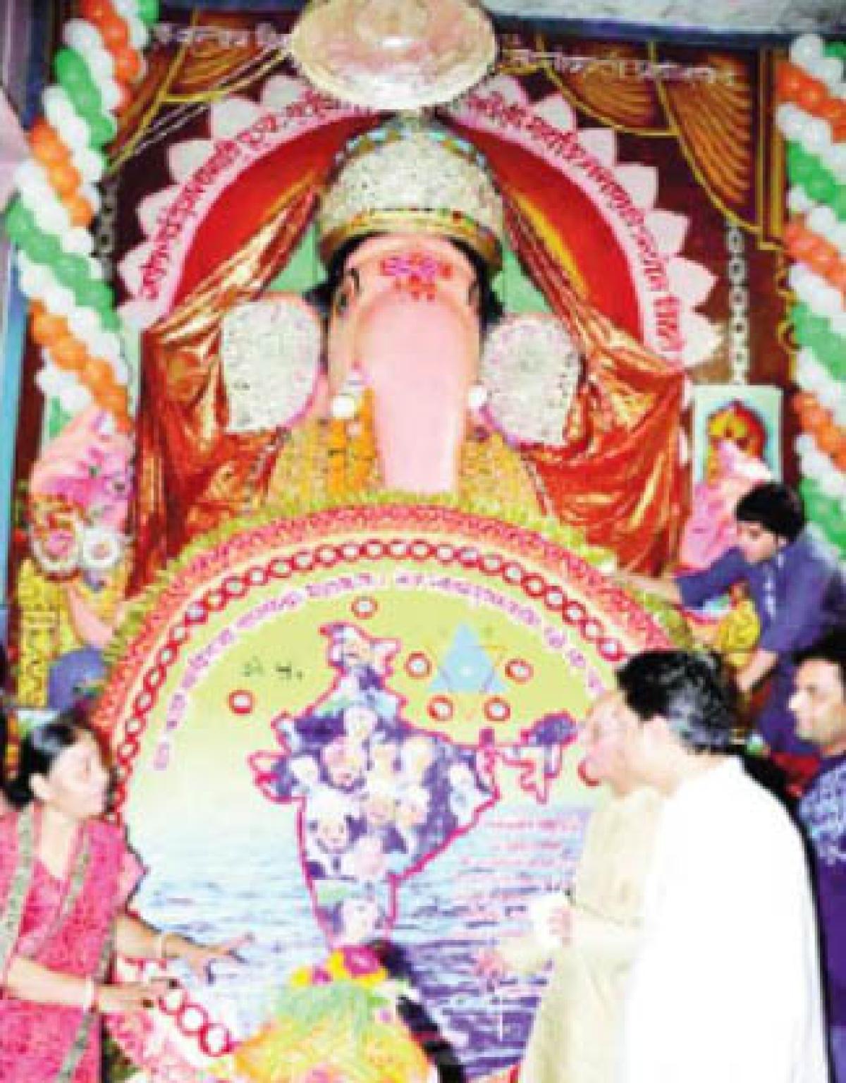 Bada Ganesh wears rakhi with grand celebration