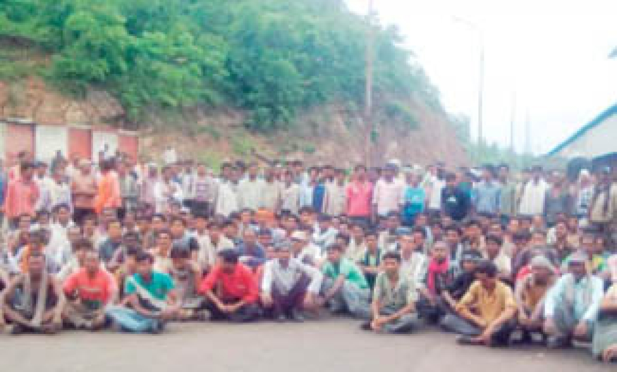 Coal rake unloading stops as labourers strike work