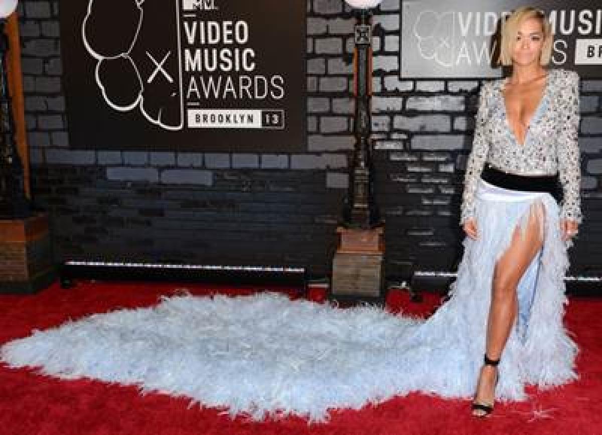 Rita Ora wanted to kiss Iggy Azalea onstage at MTV VMAs
