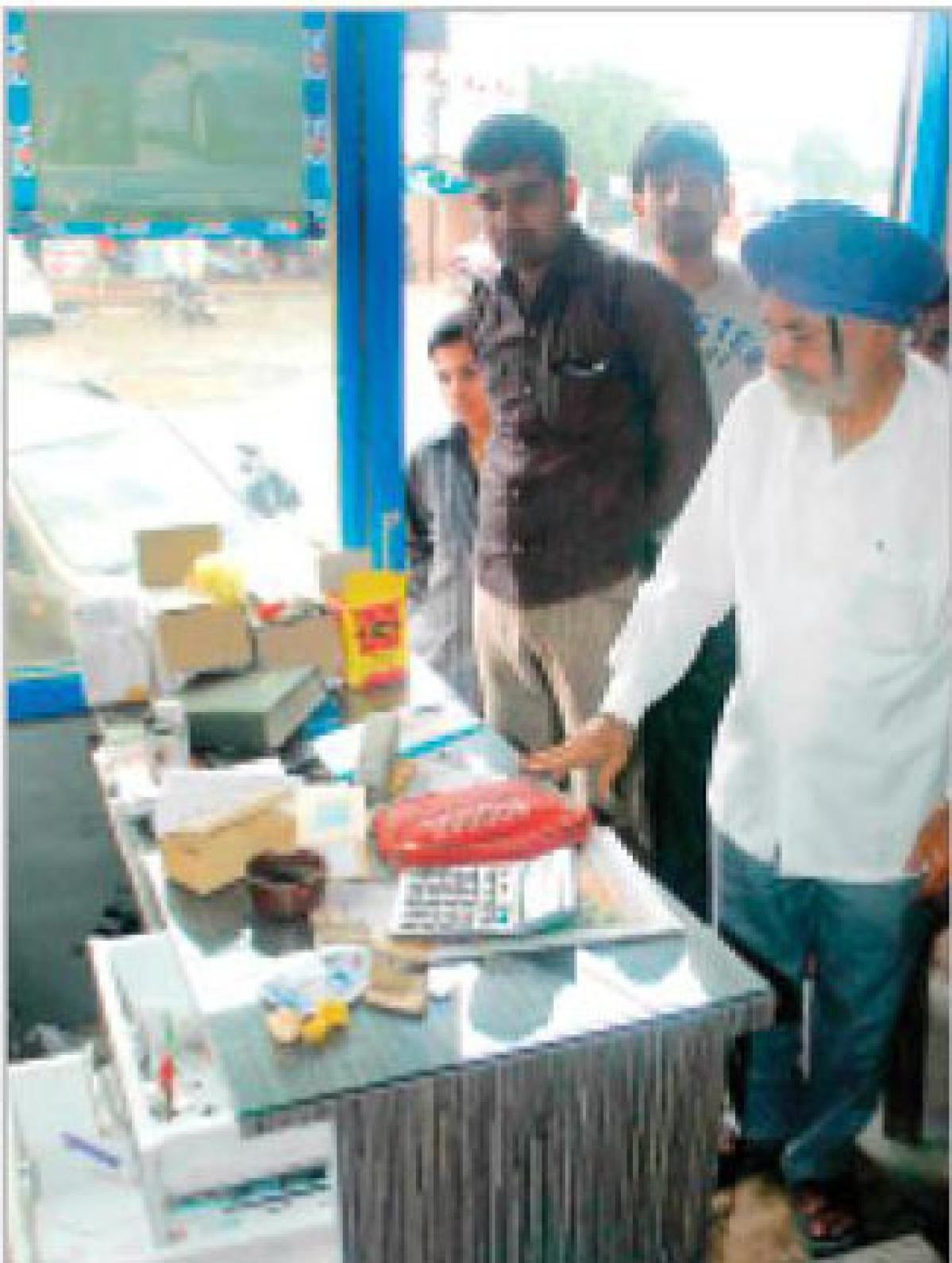 3 shops burgled, goods worth thousands stolen