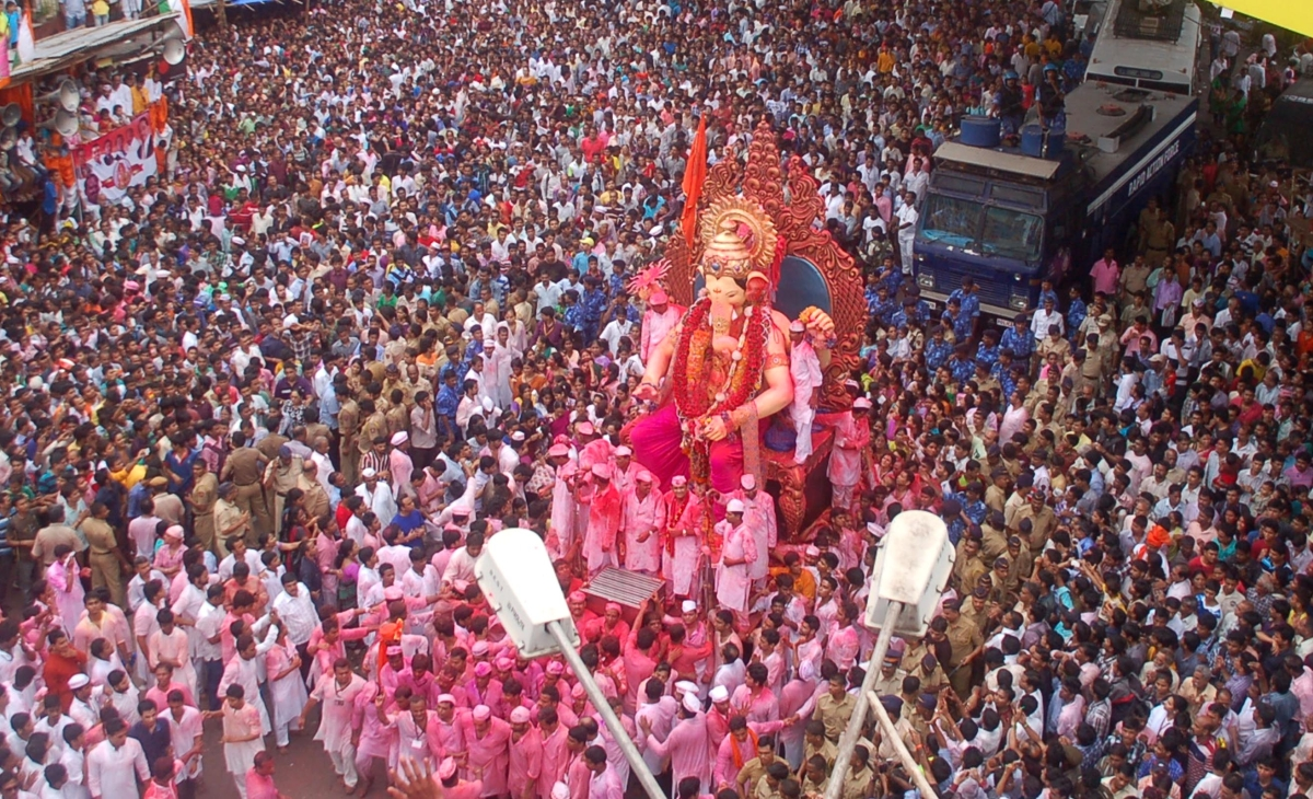Lakhs bid adieu to  Ganesha