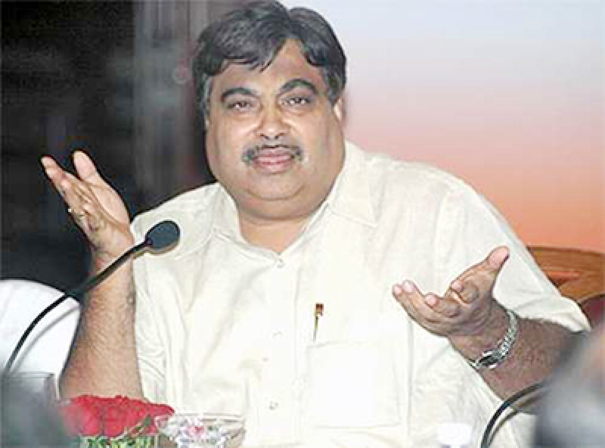 Govt to roll out  Rs 2 lakh cr infra projects: Gadkari