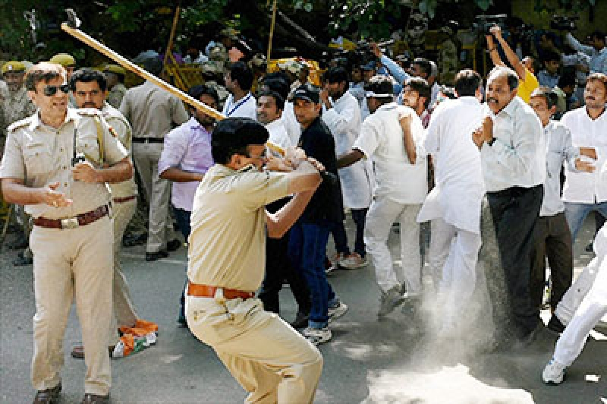 CPI workers injured in lathi charge during protest march in Kochi