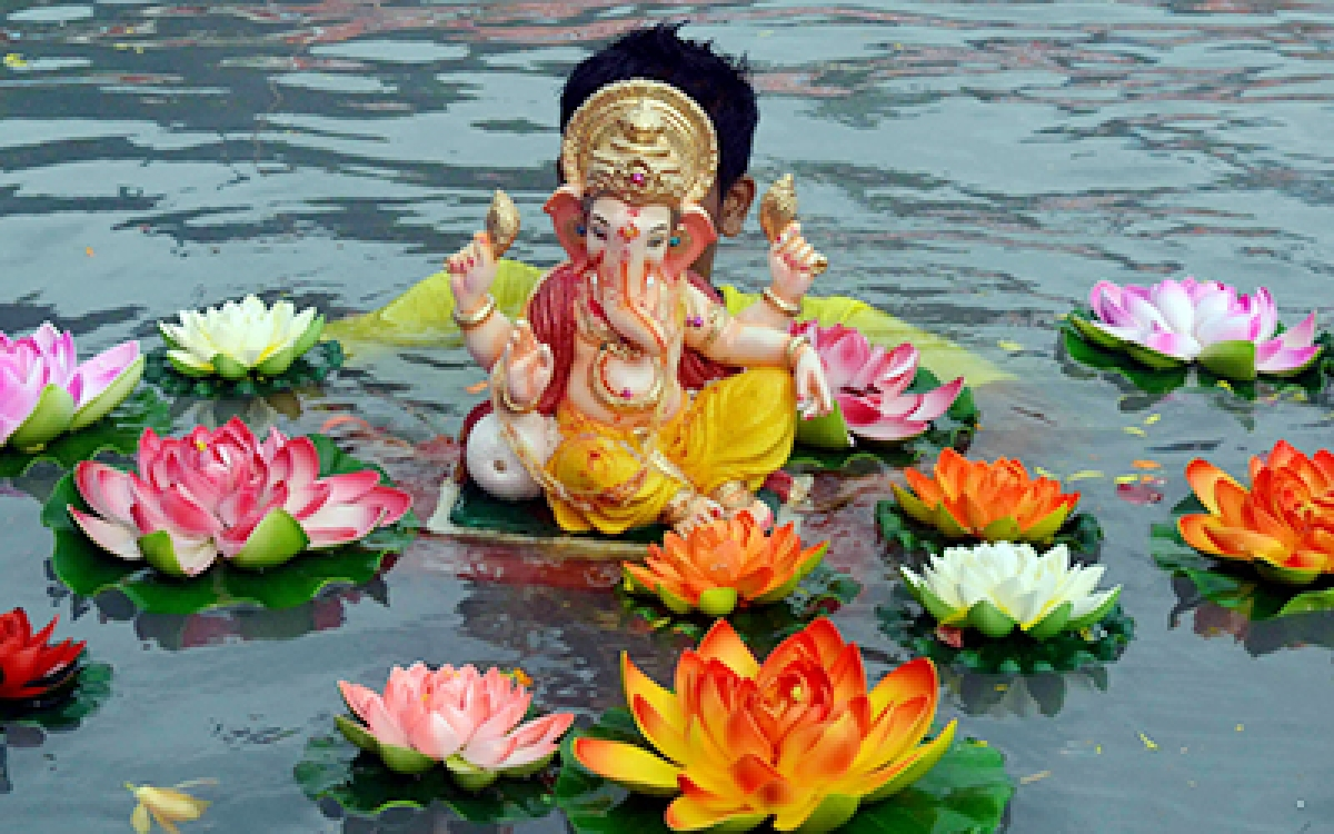 Madhya Pradesh: Civic body staff collect idols for immersion in Khandwa