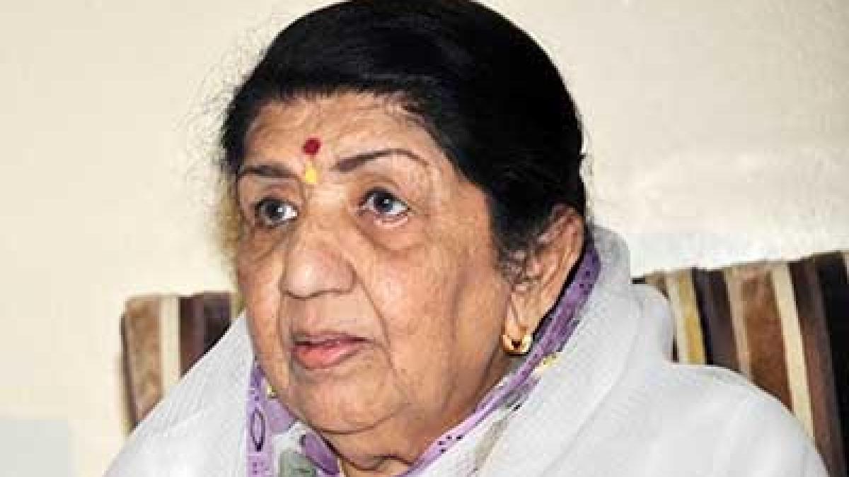 Lata Mangeshkar donates Rs 25 lakh to Maharashtra CM relief fund combat COVID-19