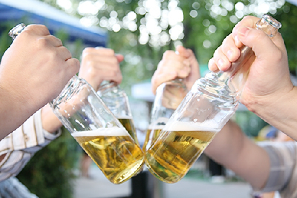 Two beers a week may lower heart attack risk in women
