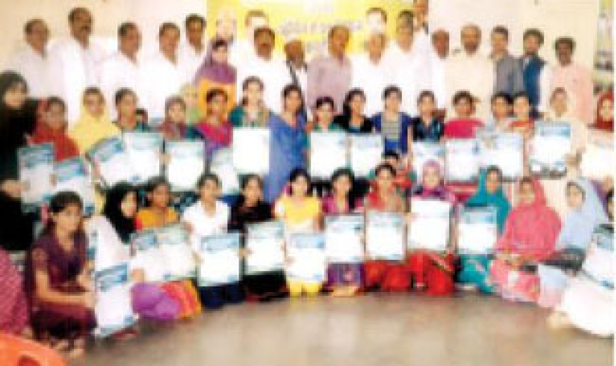 MRS felicitates  meritorious students