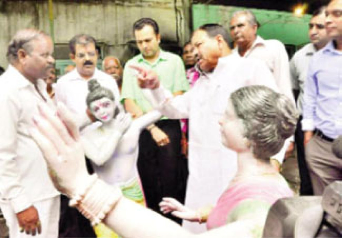 Mayor, Collector, Lalwani inspect route