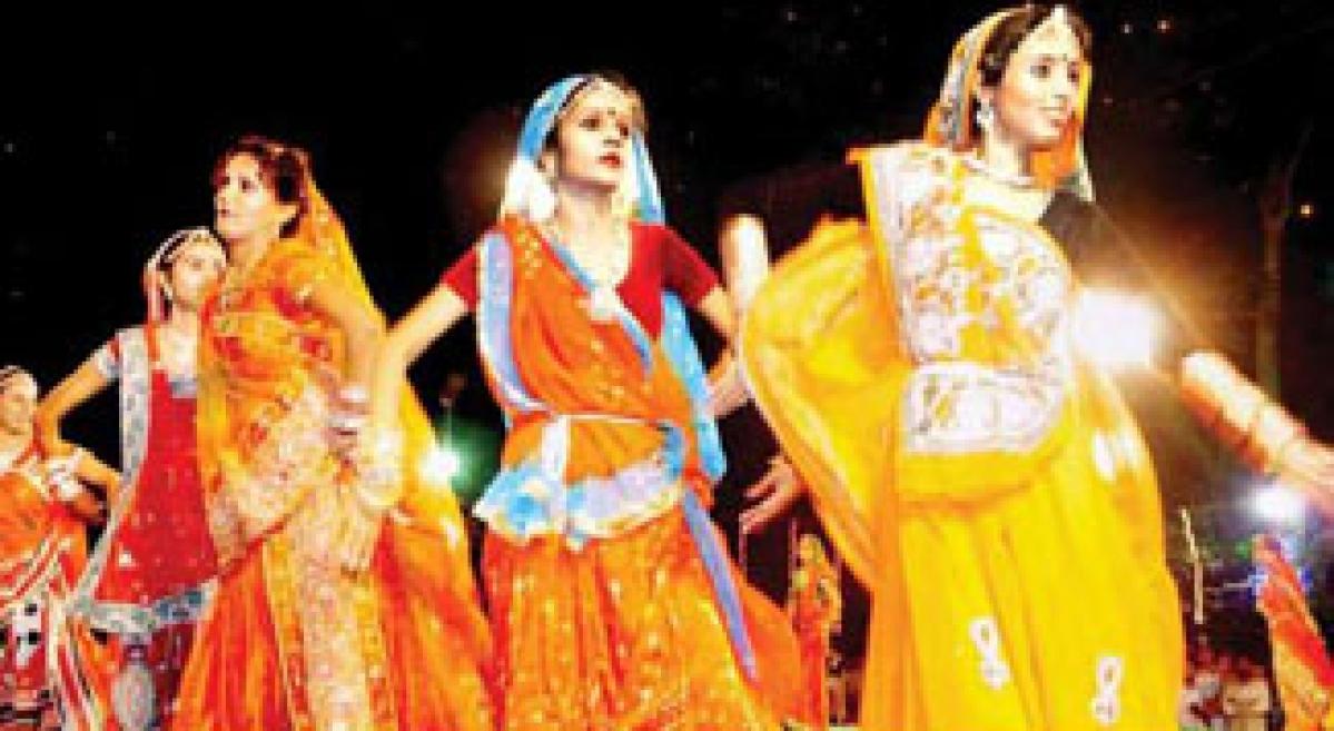 Navratri zeal grips city, Dandiyas all around