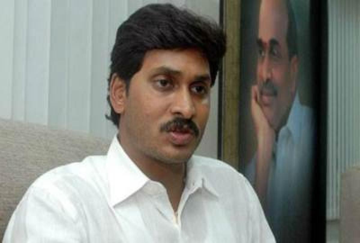 Y S Jaganmohan Reddy invites N Chandrababu Naidu for swearing-in