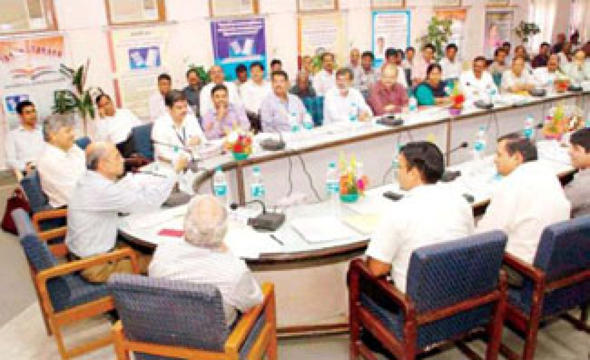 Div officers asked to conduct fair civic polls
