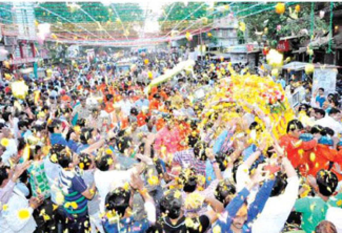 King reaches out to denizens on Dussehra