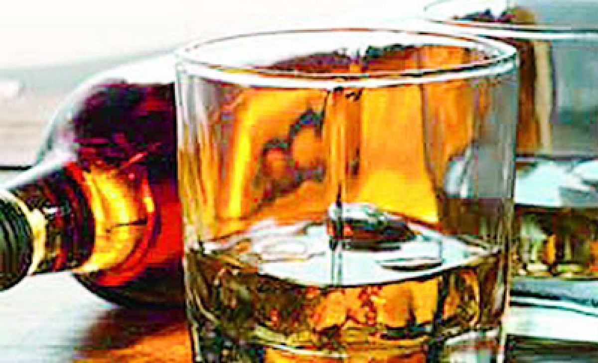 Bhopal: 5% of MRP hiked to benefit liquor barons