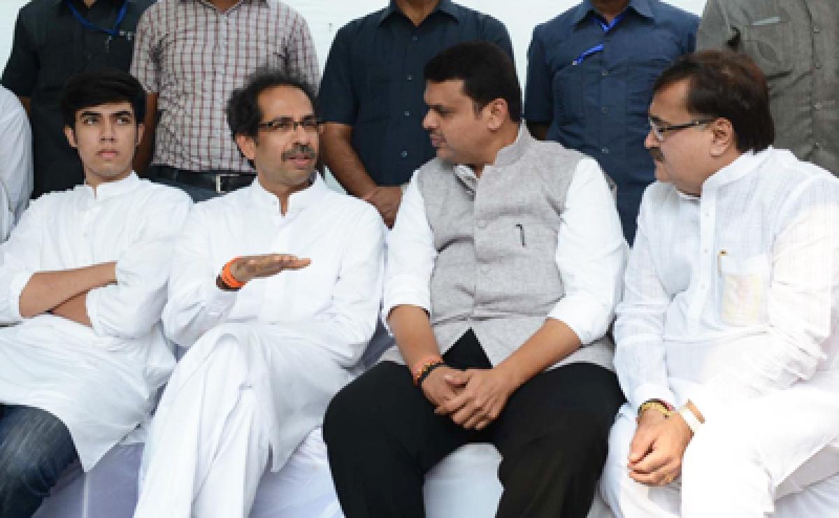 Shiv Sena to join Fadnavis govt tomorrow, No Dy CM post