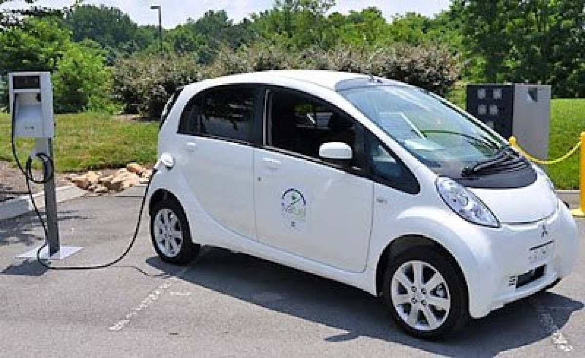 Soon, street lights that charge electric cars