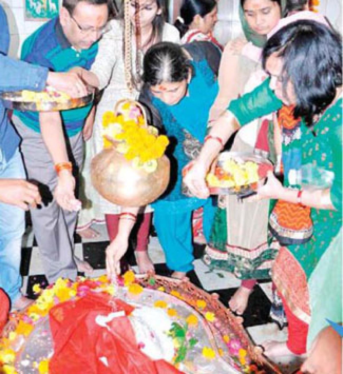 Devotees throng Mangalnath on Bhaum Pradosh