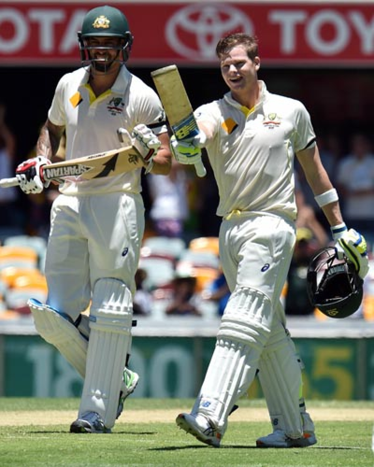 Day 3: Aussie tail wags, India go on leather hunt