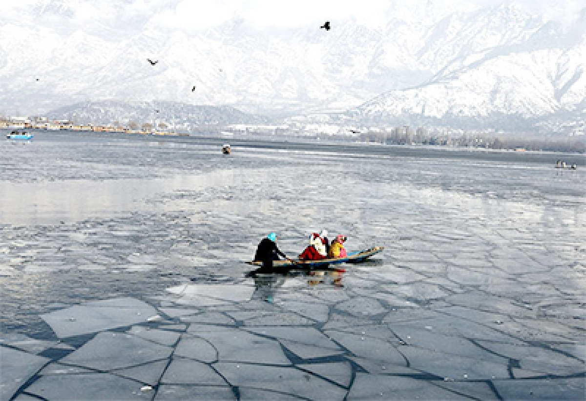 Dal Lake, Water Bodies Freeze