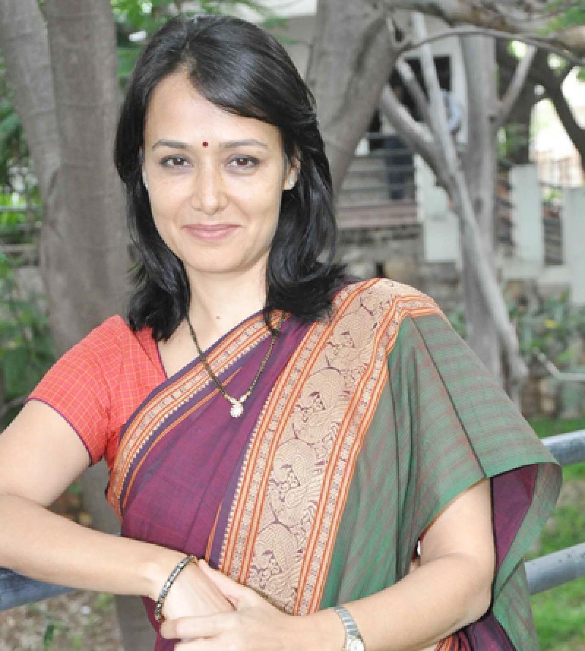Amala Part Of The 'Adhuri Kahani'