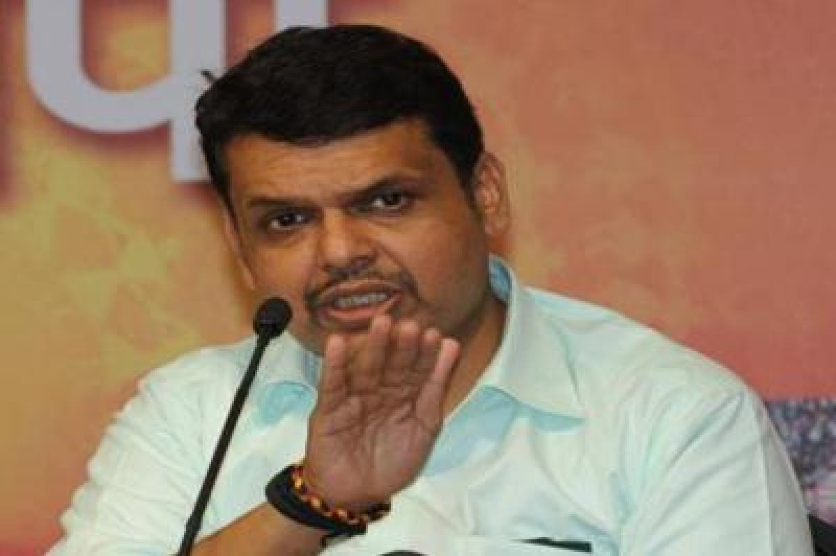 Devendra Fadnavis takes steps to help Maharashtra tourists in Nepal
