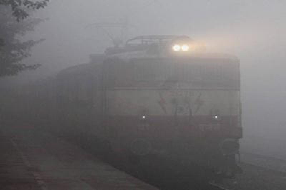 Dense fog envelopes Uttar Pradesh, cripples life
