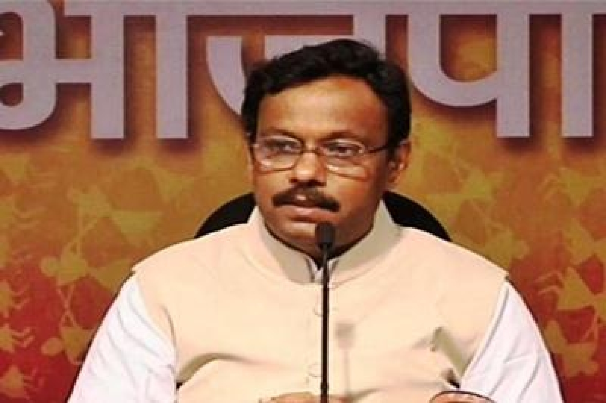 School bags will be  made lighter: Tawde