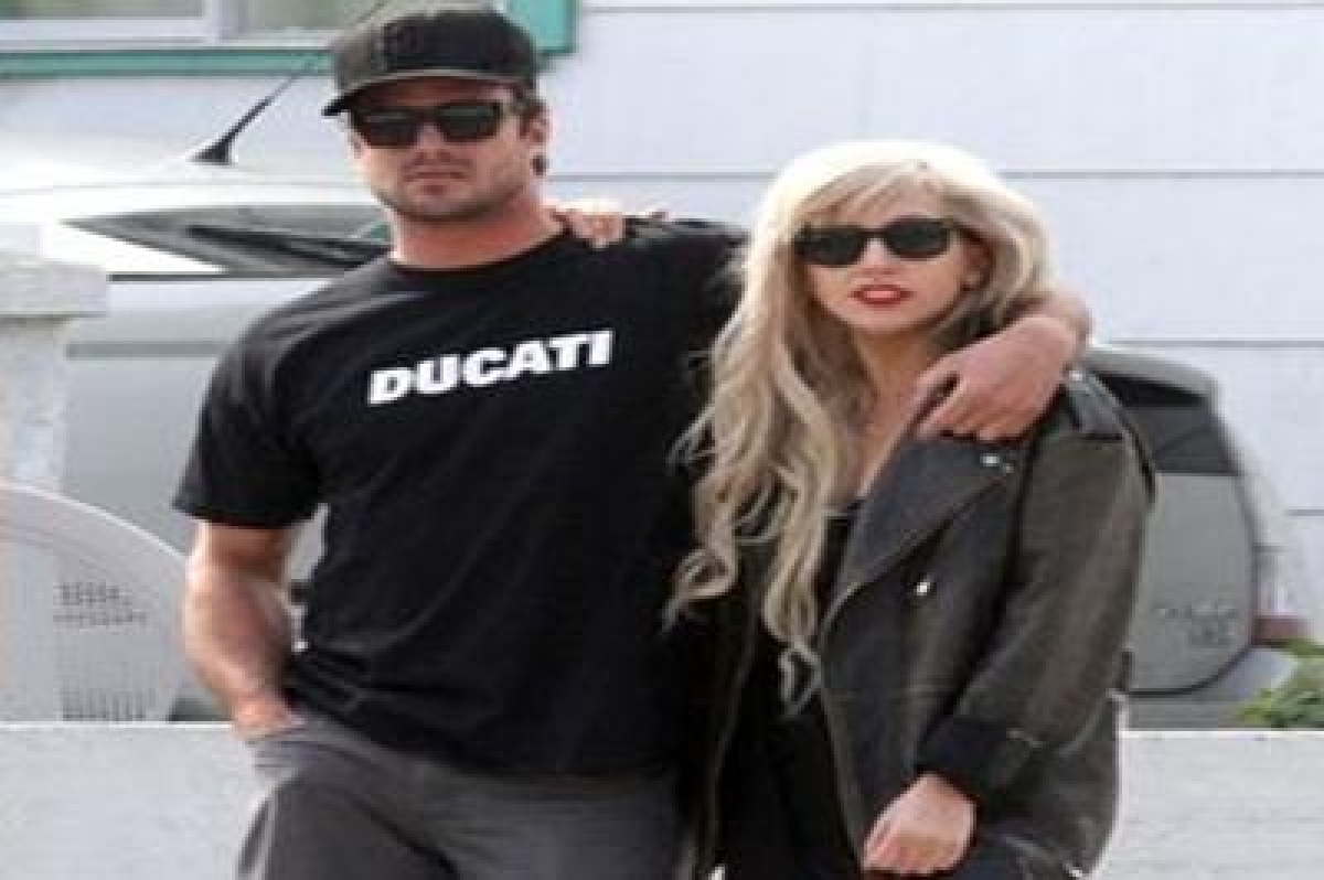 Lady Gaga wants family wedding