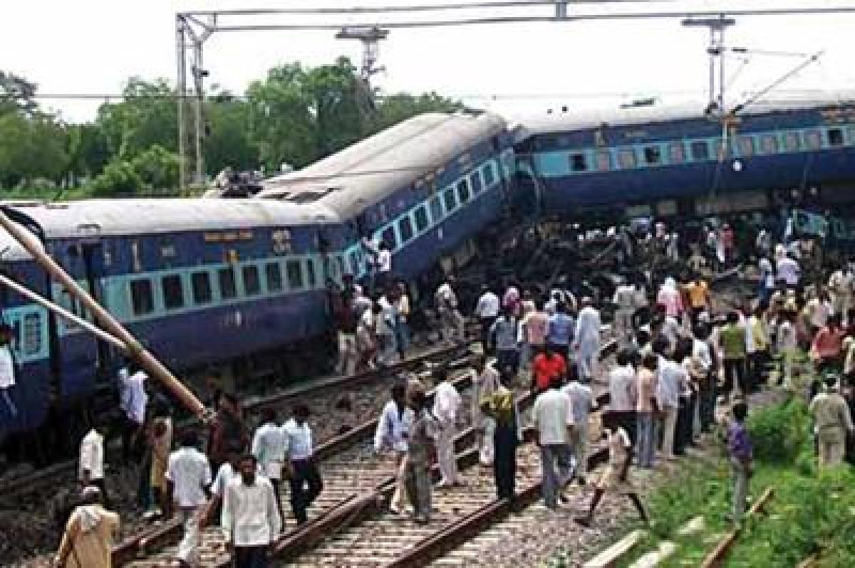 Dehradun-Varanasi Janta Express derails, high casualties expected