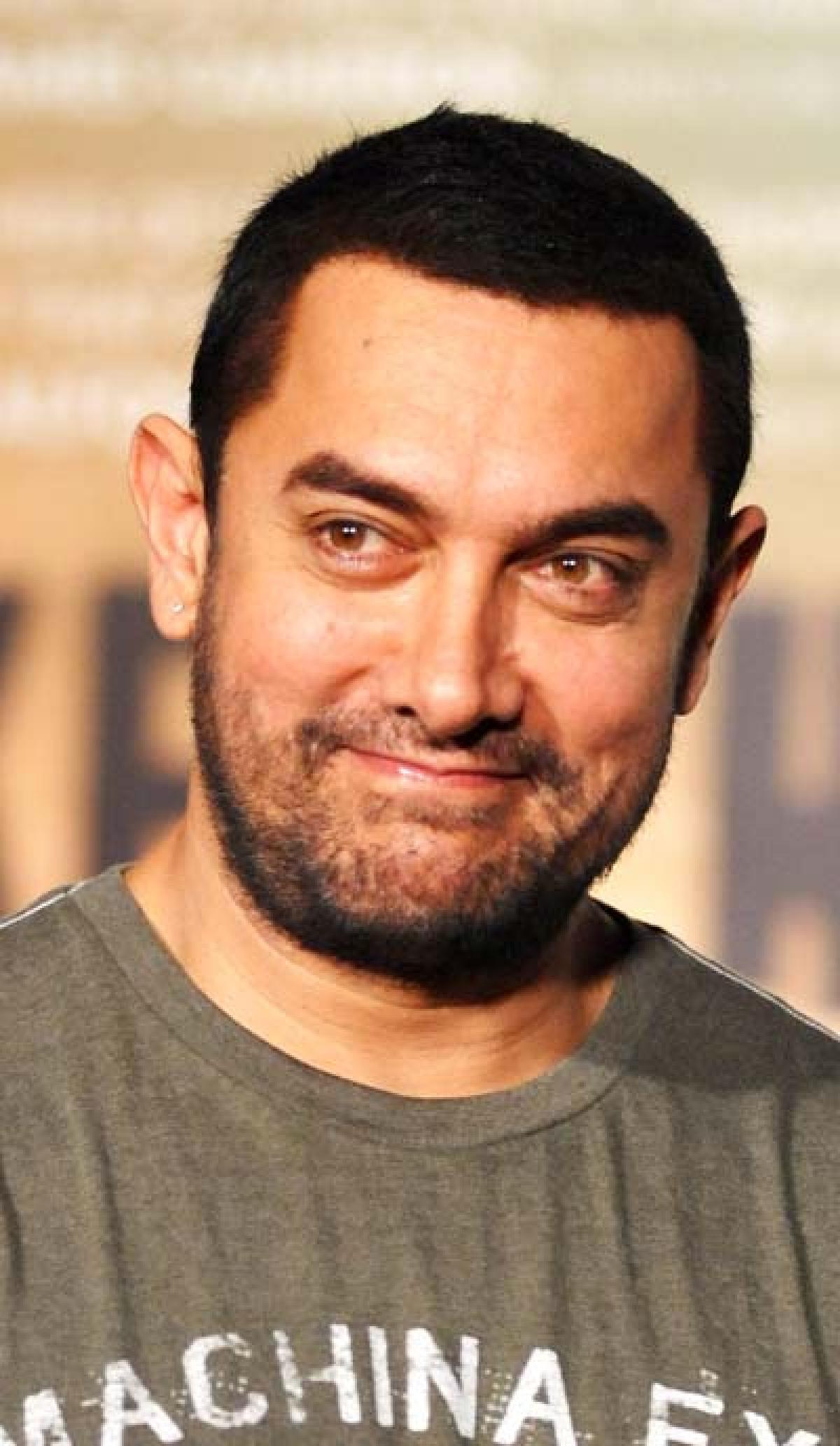 Aamir to watch V Shantaram's restored film 'Pinjra' in theater
