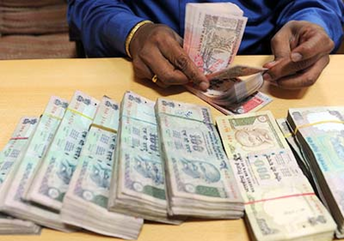 Election Commission seizes Rs 7 lakh from a car in Tamil Nadu